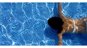 L'orecchio del nuotatore: ecco perché si soffre il mal d'orecchi in estate!